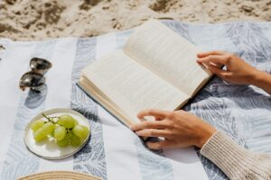 Read more about the article Welcome Summer With a DIY Towel Beach Bag