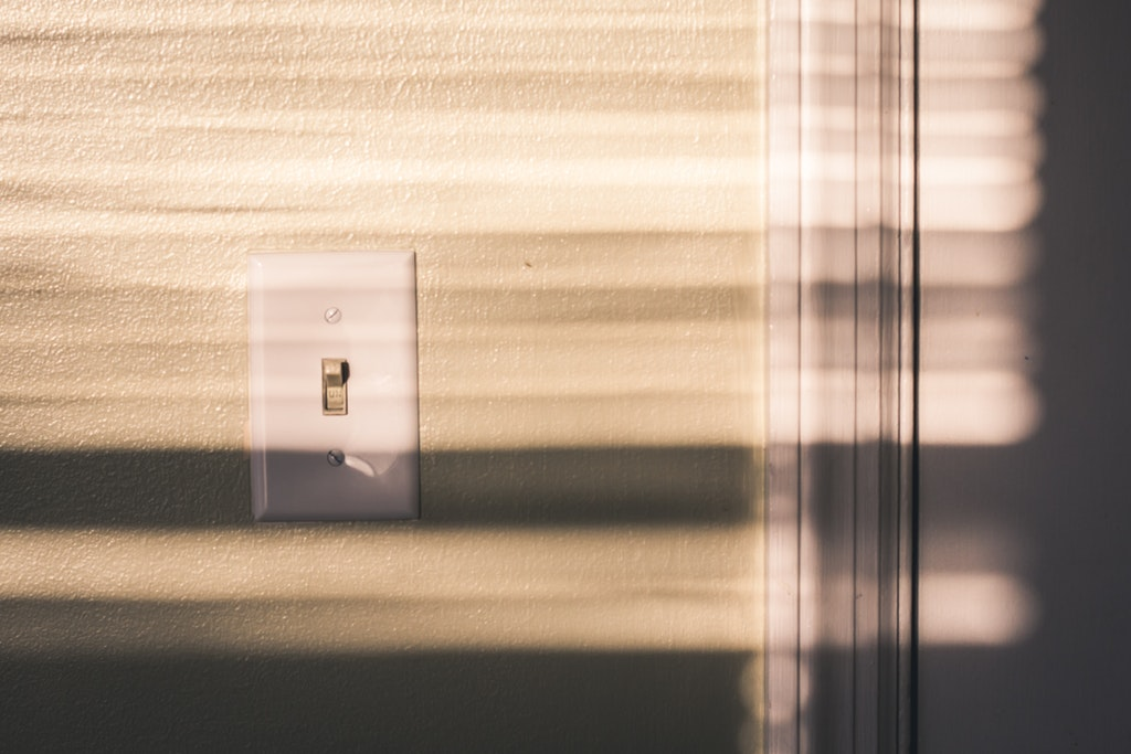 Read more about the article DIY Ways to Update Your Light Switches